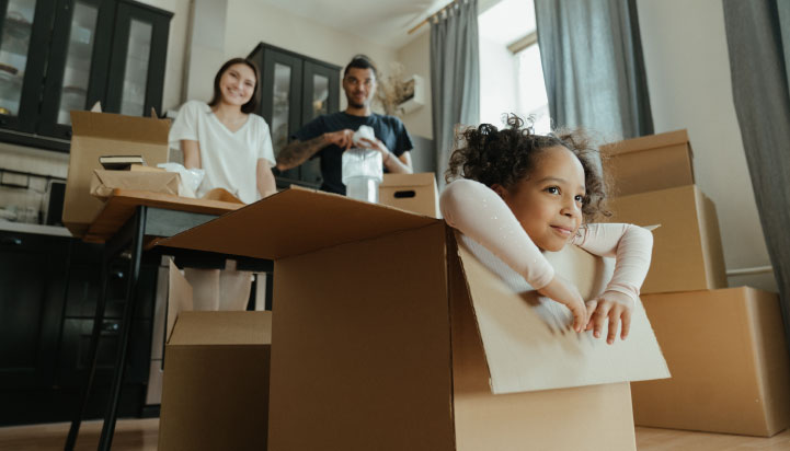 Financial wellness | Image of girl and parents unpacking